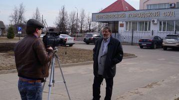 Оператор программы «Человек и закон» снимает процесс с участием Власова А.Ю. в Дятьковском городском суде Брянской области